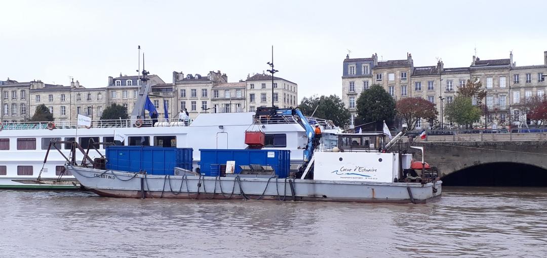 Le transport fluvial des déchets, une solution verte et innovante pour la ville durable